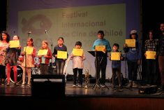 Música, reconocimientos y la proyección de un cortometraje fueron parte del cierre del Primer Festival Internacional de Cine de Chiloé