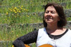 """Varsovia Viveros lanza su primer disco """"Cantos para vivir"""" en Castro"""
